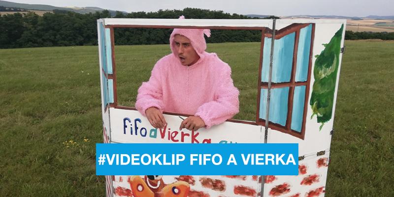 """Fifo a Vierka s moderátorom Jurajom Lörinczom v klipe """"Haló, Haló"""""""